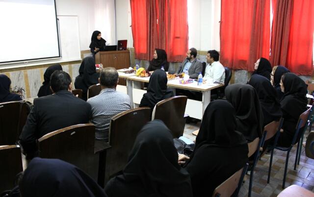 اولین دفاعیه به زبان انگلیسی در دانشکده علوم انسانی واحد برگزار شد.